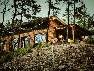 4 BR Mountain Cabin Getaway with Beautiful Views, Octavia
