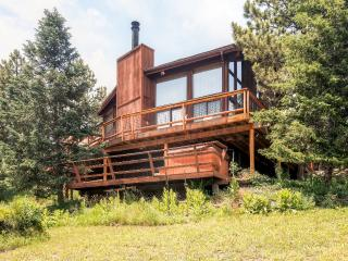 Comfortable 4BR Lyons Home w/ Private Hot Tub, Workout Room & Wifi - Beautiful Location, Steps From St. Vrain River - Only 9 Miles to Estes Park!