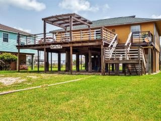 Relaxing 3BR Surfside Beach House w/Wifi, Multiple Large Decks & Dazzling