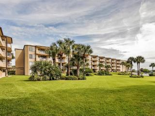 'Sandy Feet' Clean & Updated 3BR St. Augustine Beach Condo w/Wifi, Private Patio, Ocean Views & Pool Access - Steps to the Beach! Close to Downtown Dining, Shops & Attractions