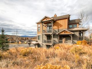 15% Off! New Listing! Sleek 2BR Granby Condo w/Gorgeous Mountain Views, Private Balcony, Wifi, Community Hot Tub & More - Spectacular Location, Minutes from Kicking Horse Chairlift at Granby Ranch!