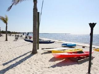 Beach-side KING Studio-SUITE,at Private Beach, U-508, Tampa Bay