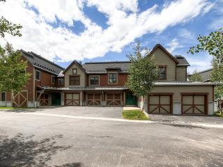 3BR Breck Condo w/Mtn Views & Walk to Ski Lift!