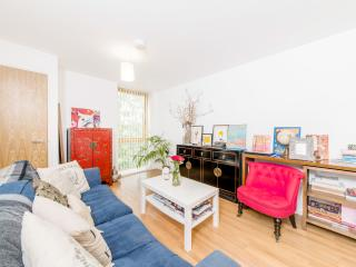 A bright two-bedroom flat in a secure apartment block, nearby Richmond station., London