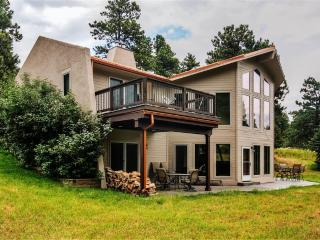 Exceptional 3BR Golden House at Lookout Mountain w/Wifi, Gourmet Kitchen & Serene Forest Views - Easy Access to Hiking Trails, Skiing & Outdoor Recreation!