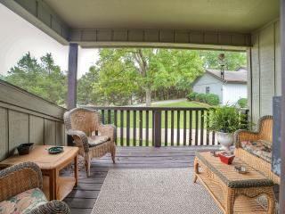 3BR Bella Vista Townhome w /Enclosed Patio & Views