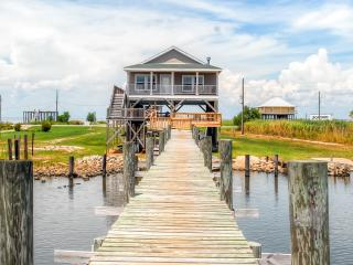 Peaceful 3BR New Orleans Home w/Private Dock & Impressive Views - Beautiful Waterfront Location on Lake St. Catherine! Only 20 Minutes to Downtown NOLA, Pearlington