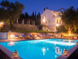 Villa Sunrise - Large Villa & Pool Sleeps up to 17, Dubrovnik