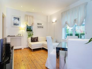 A sweet two-bedroom cottage nearby leafy Putney Heath., London