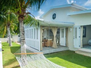 Blissful beach villa nr Fish Pot Restaurant, pool, Saint Lucy Parish