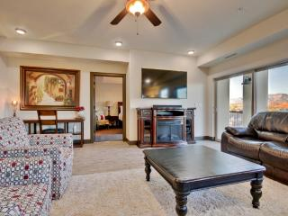New Listing! Splendid 4BR St. George Condo w/Wifi, Private Patio & Community Pool Access - Magnificent Mountain Views! Close to Recreation, Zion Nat'l Park, Shopping, Dining & More!, Saint George