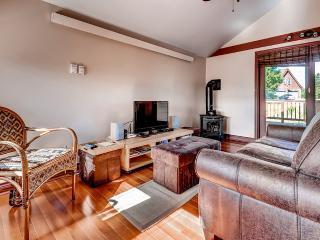 Cozy 2BR + Loft Fraser House w/Wifi, Deck & Breathtaking Views - Prime Location Near Byer's Peak, Trailheads, Winter Park, Hot Sulphur Springs, Restaurants & More!