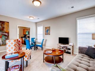 DOWNTOWN MEMPHIS 2BR! Close to Public Transit, Convention Center, Beale Street, St. Jude Hospital, AutoZone Ball Park, FedEx Forum, Rock and Soul Museum, Sun Studios, Mud Island and the Mississippi River!, Memphis