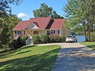 Amazing 3BR Greensboro House on Lake Oconee - Tranquil Wooded Lakefront Setting w/Private Dock, Screened-in Porch & Breathtaking Lake Views!