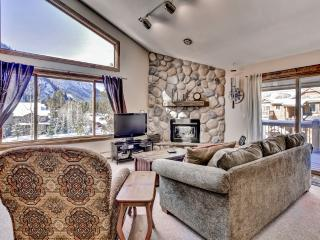 Stunning 2BR + Loft Frisco Condo w/Wifi, 2 Private Decks & Incredible Mountain