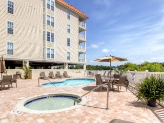 Spacious 3BR Myrtle Beach Condo w/Full Kitchen, Community Pool & Balcony Overlooking the Marsh - Only 3 Blocks From the Beach! Near Golf, Restaurants & More, North Myrtle Beach