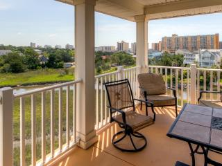 Spacious Myrtle Beach Condo w/View - Walk to Beach