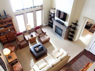 Ski-In/Ski-Out 3BR + Loft Granby Penthouse Condo