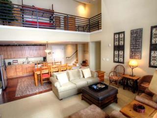 Ski-In/Ski-Out Granby Penthouse w/ Loft & Deck!
