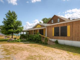 'Banta House' Quaint 3BR Buchanan Dam House w/Wifi, Expansive Deck & Lake Buchanan Views - Great Lakeside Location, Steps From Fishing, Swimming & Boating!