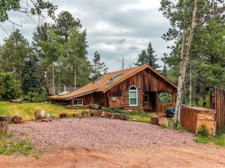 'Starry Nights' Rustic 2BR + Studio Green Mountain Falls Cabin w/Wifi, Large Kitchen & Beautiful Mountain Views - Close Proximity to Pikes Peak, CO Springs & Outdoor Activities!
