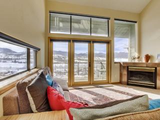 Sensational 4BR Fraser Townhome w/Wifi, Multiple Private Patios & Dazzling Rocky Mountain Views - 10 Minutes from Winter Park! Close to Ski Slopes, Sledding Hill & More!