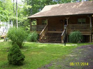 POCONOS LOG CABIN VACATION RENTAL 1/2 price special for weekends in NOVEMBER