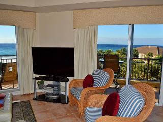 Gulf front condo with wrap-around balcony ~ steps away from the sandy beach!, Miramar Beach