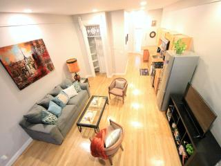 Amazing 2BR + Deck (Sleeps 6), Brooklyn