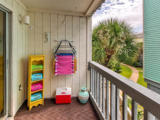 Renovated 2BR Pensacola Beach Condo w/Pool Access