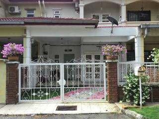 Omaira 2 (Minimum 2 Nights Stay), Kajang