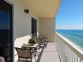 Beachfront 2BR. Gulf-front Master BR. Sleeps 6 !, Panama City Beach