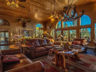 View of Pikes Peak in Spacious Mountain Lodge, Colorado Springs