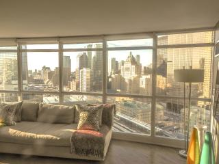 Central Beautifully Designed, Spacious, Condo, Toronto