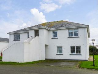 20 CASTLE GARDENS, second floor apartment, open fire, balcony, Rosslare, Ref 272