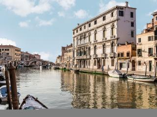 Palazzina Canal - Palazzina Canal is a large apartment with 5 bedrooms that can