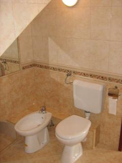 A5 (2+2): bathroom with toilet