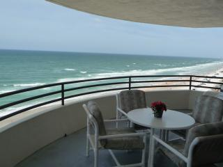 CONDO ON DAYTONA BEACH - NON-SMOKING, WI-FI, HD TV, Daytona Beach Shores