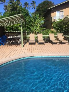 Ample pool side seating.