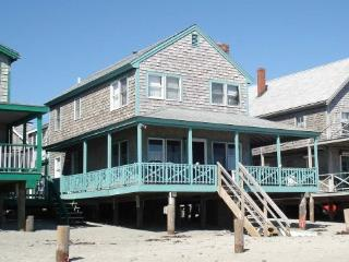 Cottage directly on Minot Beach, Scituate!!