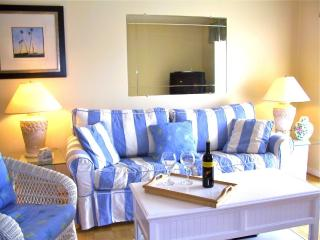 Oceanside condo steps to beach, pools, hot tub!, Saint Augustine Beach