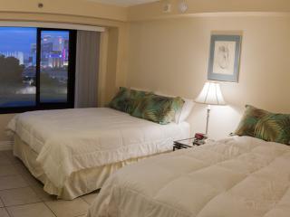 BEAUTIFUL APARTMENT ON STRIP WITH VIEWS SLEEPS 10, Las Vegas