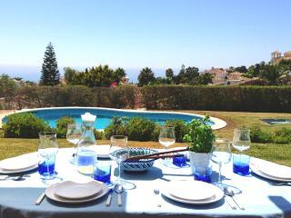 Stunning Villa overlooking Golf and Mediterranean, Artola