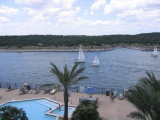 !! Lago Vista, Lake Travis.. Villa # 1301!!!