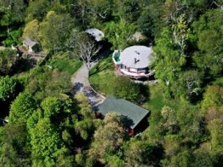 Eclectic Round House-4Bedroom+Cottage+Pool-1.5Acr, Shelter Island