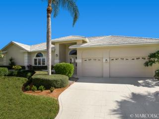 MARLIN COURT - Southern Exposure & Walk to Beach!!, Marco Island