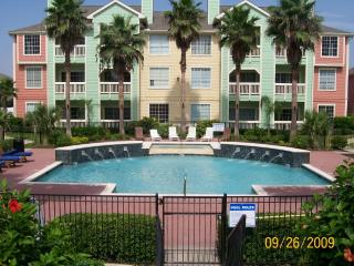RELAXxxx-LUXURY CONDO on Seawall w/ Yard, Panoramic Views & Beach across street!