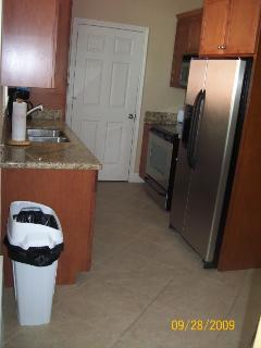 Full Size Kitchen with Granite Countertops