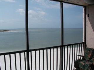 Tropical Beach Getaway**New**Beach Front**, Fort Myers Beach