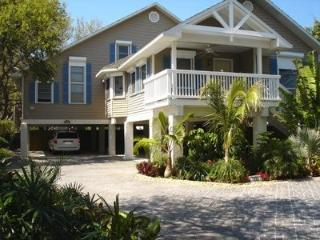 Large beach house,steps to beach and restaurants, Indian Rocks Beach